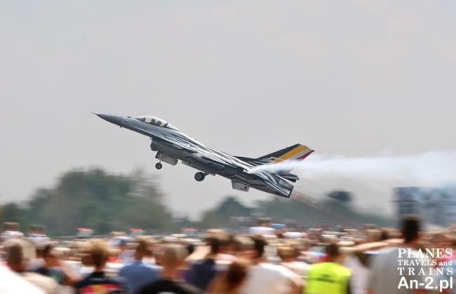 f-16 radom airshow 2015